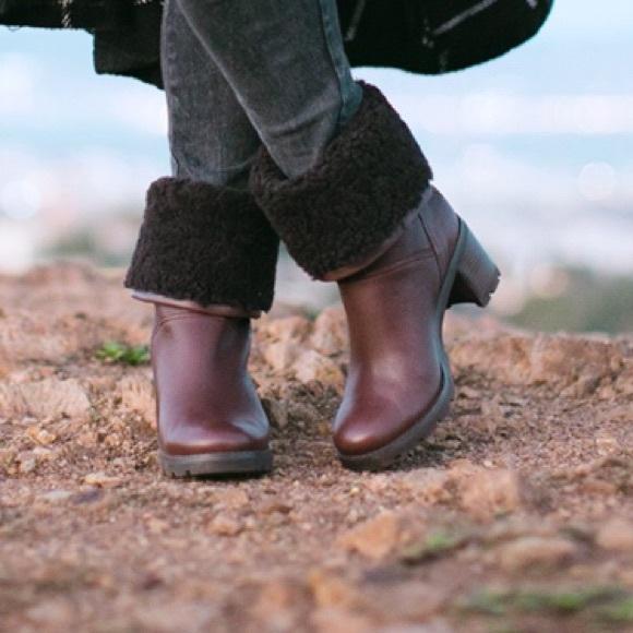 f2e38e81e8b New Ugg Jessia snow winter pull on boots NWT